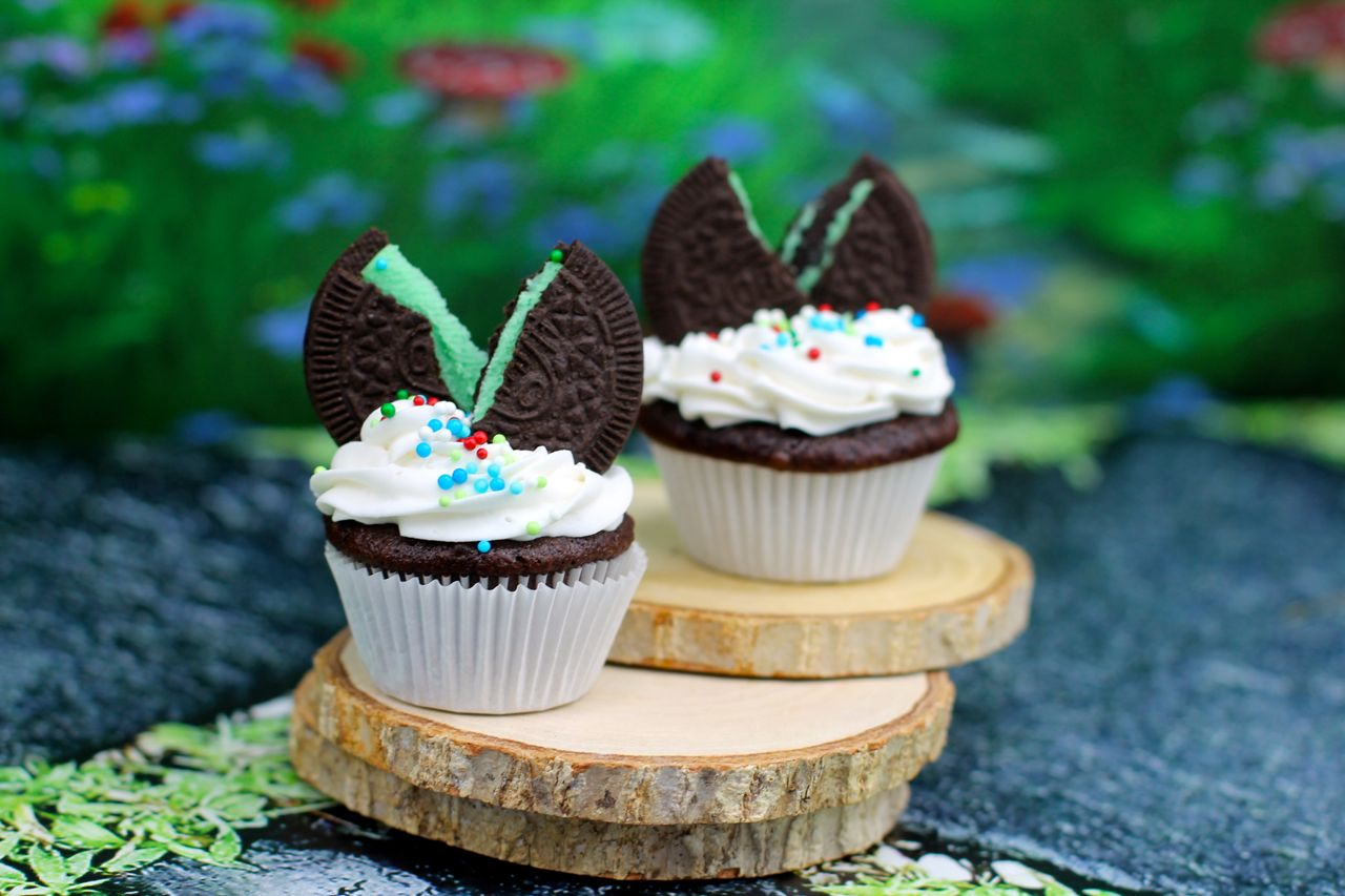 mini chocolate mint sandwich cookie cupcale